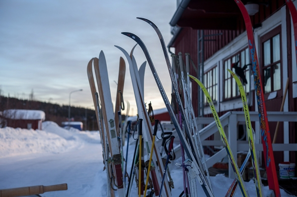 some Nordic ski for rent