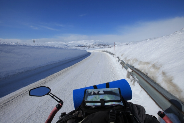 the view of the tundra on the Norwegian side the next day. Its clear and sunny now, I would have died here if I proceed the day before...