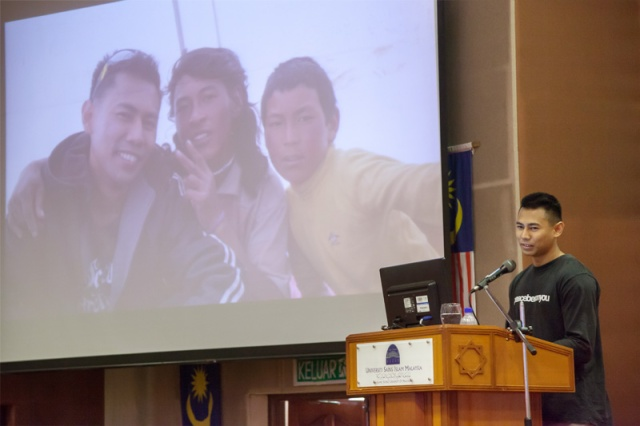 me encouraging the USIM students not to take shower in the morning so everybody will smell like a horse!
