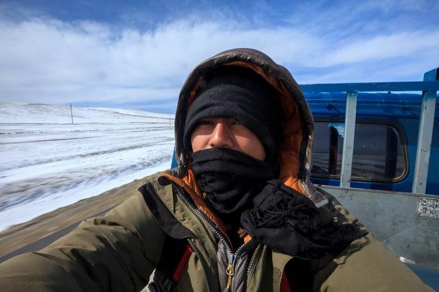 approaching Karakorum. finally bluesky... but the wind still strong!