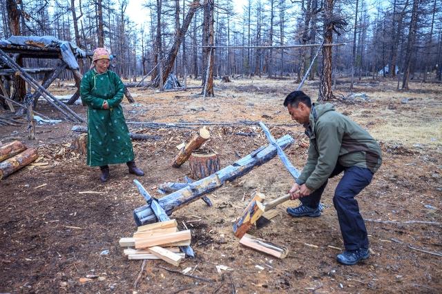 hehe... me chopping the wood...