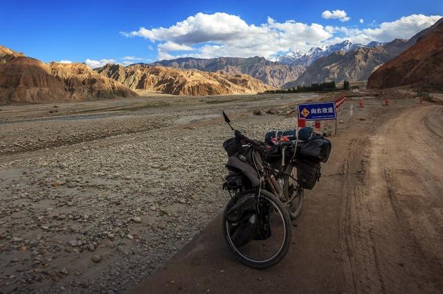 somewhere in the Karakoram Highway, the best mountain road ever