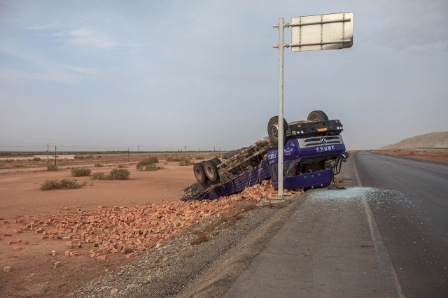not only cyclists, Taklamakan Desert is dangerous for truck drivers too!