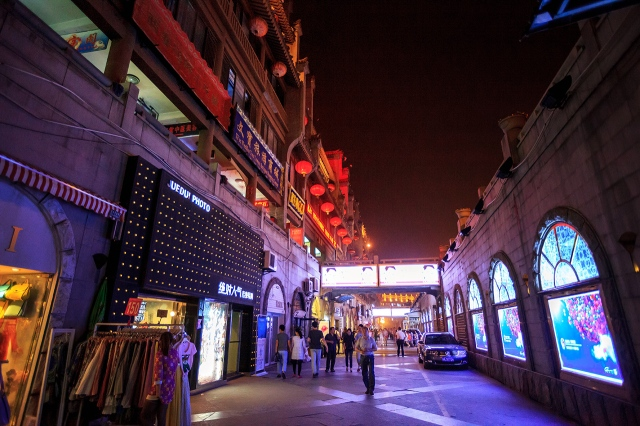 the shopping areas in Xi'an at night