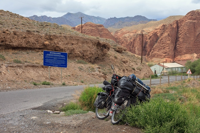 the 3km of no-man's land between China and Kyrgyzstan