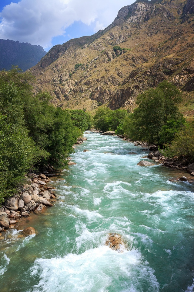 beautiful river along the road from Toktogul