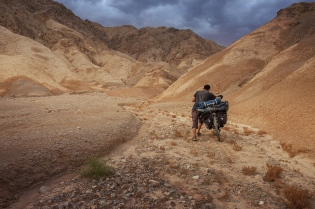 pushing my bike into nowhere, Taklamakan Desert