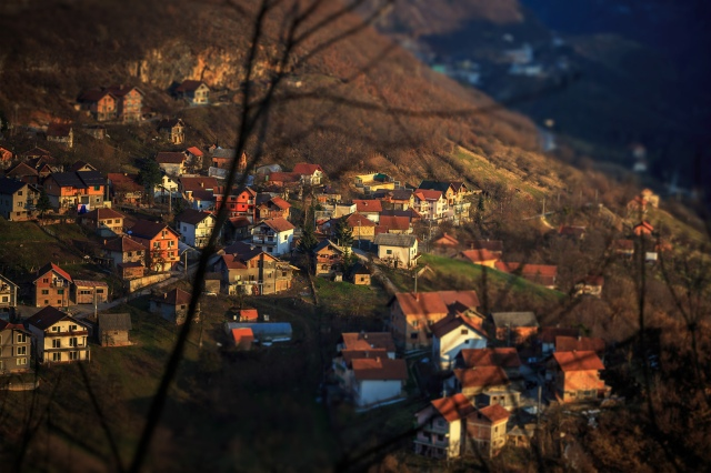 lovely residential areas on the hills surrounding Sarajevo... just lovely... it melts my heart!