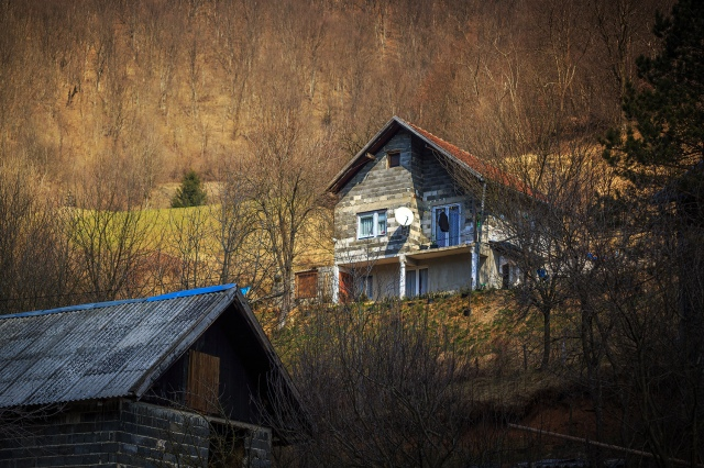 houses along the way to Jajce